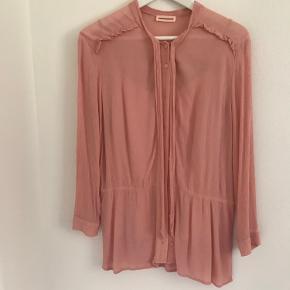Skjorte bluse incl. top  Farven hedder Rose tan