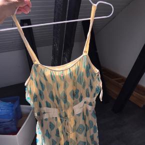 Flot designer kjole, sælges den da ikke bliver brugt længere