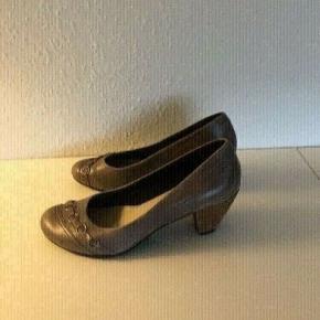 Vagabond heels str 39 mørk beige heels skind Rigtig fin stand Sender gerne. Pumps  Fine her til efterår Efterårssko  Damesko sko   Se flere annoncer