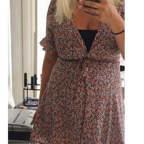 Kjole fra Envii i det fineste sommerprint. Kun brugt få gange.    #secondchancesummer