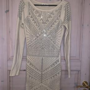 Lækker strik bodycon kjole af mærket  Paris et moi Collection.