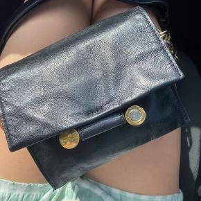 Rigtig fin Marni taske med gulv og sølv lænke. Det lækreste læder.  Kun seriøse henvendelser.