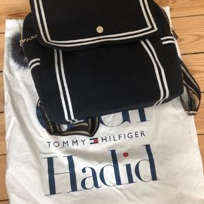 Super fin rygsæk, meget rummelig, brugt men i rigtig fin stand ingen slid ingen huller ...perfekt som evt skoletaske
