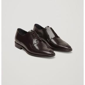 Fine sko fra COS. Aldrig brugt. Nypris 1200 kr. Bytter ikke