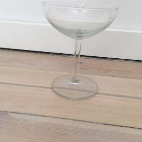 6 cocktailglas sælges. Alle er i fin stand. Sælges helst samlet. Prisen er for alle 6.
