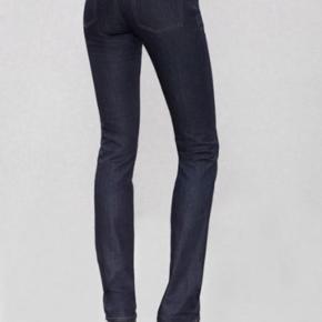 Varetype: Jeans. Acne Hep Størrelse: 27 / 32 Farve: Blå Oprindelig købspris: 1200 kr.  Lækre stramme jeans fra Acne. Model Acne Hep Raw Bytter ikke Tager aldrig billeder med tøjet på