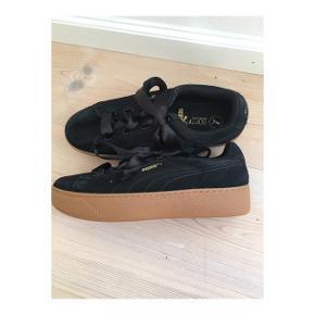 Super lækre sko, som jeg aldrig har brugt. Jeg har ingen fast pris, så bare byd - Dette gælder alle min annoncer😇 Hvis der er noget, du er i tvivl om, så bare skriv - Jeg sender også gerne flere billeder🙃
