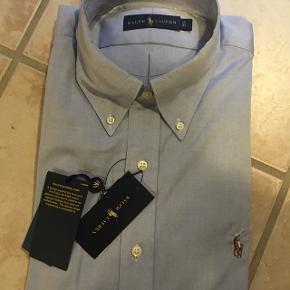 Super fed skjorte :) Str. Hedder 43 men svarer nogenlunde til en Large :) Den har korte ærmer.