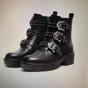 Kun brugt 1 gang og fejler intet, helt nye støvler 🥳
