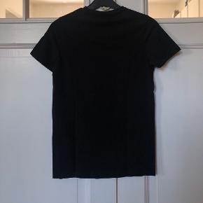 Fedeste Sort T-Shirt med Sjovt Print Fra HOUNd  • Str. Medium (Børnestørrelse)  • NP: 200kr • MP: 10kr