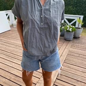 Lækker skjorte fra Uniqlo, svarer til s-m, BYD ☀️