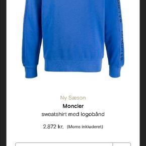 Sælger min vildt fede Moncler sweatshirt fra den nye sæson Vild til sommeren Købt i april fra farfetch for 2873kr så den er under 2 måneder gammel Cond 9/10 har alt OG  Næsten ikke brugt Str S men fitter medium