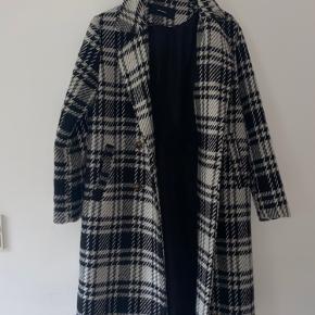 Sælger min frakke fra Vero moda da jeg aldrig fik den brugt. den er i en rigtig god stand!😙 Nypris 700kr🙂