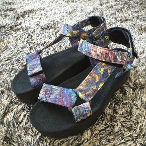 ORUGA UP  sandals Worn once Original box available NP 1000 kr