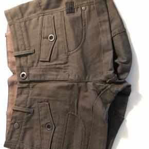 Lækre army shorts fra G-Star. Brugt og vasket få gange. Str. 24