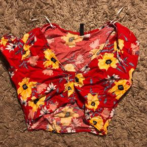 Super pæn trøje fra H&M, str 38. Brugt et par gange over sommeren, men god stand. Perfekt til sommerferien.