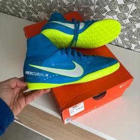 Nike indendørs sko med sok. Spritnye i kasse. JR mercurialx.