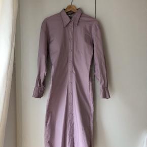 Kjole fra Uniqlo som går ind i taljen - str. S