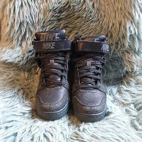 Super fed nike sko med kilehæl Prisen kan forhandles  Sender med dao på købers regning