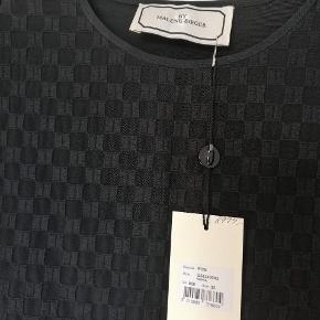"""Vuppa"" kjole m prismærke Stor i størrelsen. Passer en størrelse 34 eller 36 Ny pris: 2999 kr"