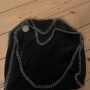 Sælger min taske hvis rette pris opnåes. Er i super godt stand og dustbag følger med.  Bytter ikke.
