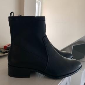 Sælger disse flotte støvler fra Aldo!!!