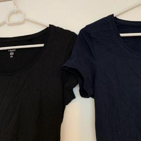 Mørkeblå og sort basic t-shirts