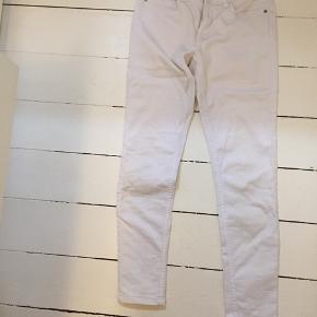 Stretch jeans, ankel lange. Sidder i normal talje højde. Byd, ingen slidtage. Ikke-ryger hjem / bruger