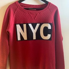 Skøn trøje fra Sofie Schnoor sælges i ubrugt stand. Farven er flot rød.  Størrelse XS men kan nemt bruges af Small.