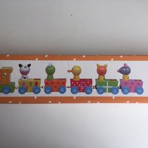 Fødselsdagstog i træ med tallene 1-9 fra Magni.
