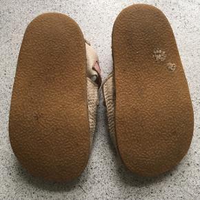 Fin brugt stand, se billeder Tikki barfods sandaler med flamingo Str 24  Barfodssko