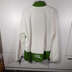 Helt ny Windbreaker fra mærket RSL. I str. M. Har flere i denne str. Normal butiks pris er 250kr. Så sælges meget billigt. Skriv endelig ved spørgsmål 😀