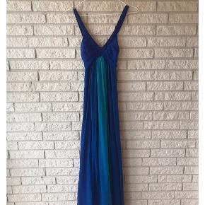 Elegance.. Smuk smuk secondhand kjole fra H&M i størrelse 36.