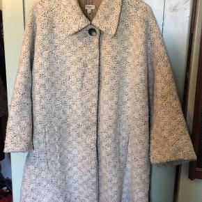 e10fc1e3d016 Oversize jakke fra Hoss Intropia med ¾ ærmer. Størrelse 36