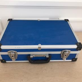 🦋 sej blå kuffert 🦋 H 13 x B 42 x D 28 cm Pris: 60 kr #vintage