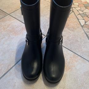 NIBU gummistøvler. Brugt tre gange, sælges da de er for små. Virkelig god stand - original pris 799kr.