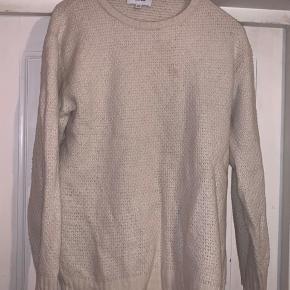 Lækker uld sweater fra soulland ingen flaws eller pletter. Den vaskes ansvarligt før afsendelse.😊  Er åben for bud og hvis man vil have flere billeder så bare skriv.😋