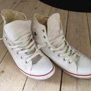 Sender ikke Converse sko - slim modellen Str 41,5 Nypris 600,-