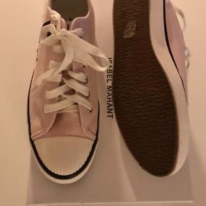 Gummisko / sneakers brugt 1 gang og fejler intet. Købt i sommer men er også i den nye kollektion. Mp 900, handler via TS!