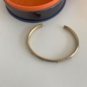 Forgyldt sølv for forgyldelsen er aftaget, man kan evt få den frisket op. Brugt få gange.