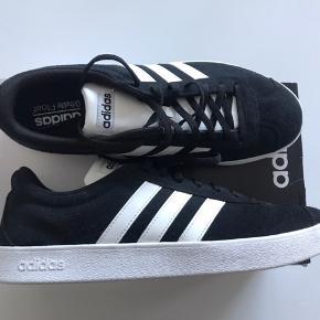 Ubrugte lækre Adidas Sneakers.  Str. 44  9/1/2 Nypris 549,95. Kun prøvet på.
