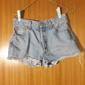 Smukke vintage Levi's shorts, købt i genbrugsbutikken Episode i København. Passer en str. XS