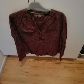 Jeg har en superflot skjorte I str. XL som jeg gerne vil sælge. Prisen kan forhandles. Varen kan sendes køber betaler fragt