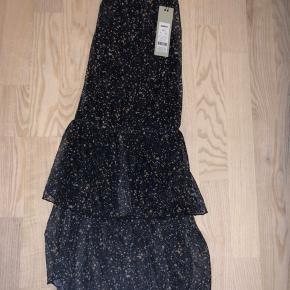 Fineste nederdel fra Moves som jeg desværre ikke får brugt ☀️