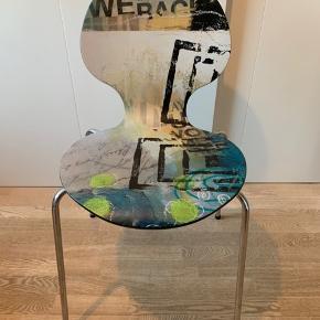 Super smart kunststol af Janne Jacobsen  Kun været brugt til pynt