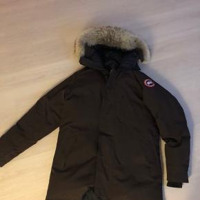 100 procent i orden Canada goose jakke. Selvfølgelig ægte.   Sælges da jeg aldrig får den brugt.