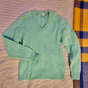 Awesome turquoise 100% wool retro sweater  Great condition   See my other items 🌸 cleaning out and selling lots of nice things for low prices