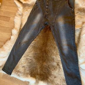 Super fede cowboy bukser i str. L , men til den lille side ☺️