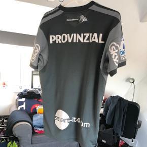 Thw Kiel trøje Størrelse medium  Nypris cirka 600, kan ikke købes i Danmark Sælges for 250kr
