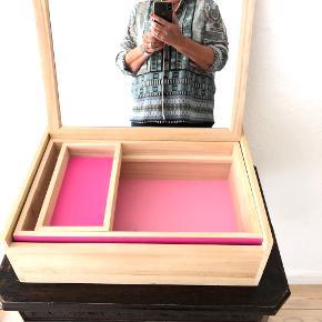 Sælger denne makeup boks fra Nomess, som er brugt, men stadig i rigtig god stand. BYD endelig! :-)